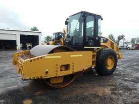 Caterpillar CS76 Smooth Drum Roller - picture0' - Click to enlarge