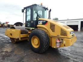Caterpillar CS76 Smooth Drum Roller - picture1' - Click to enlarge