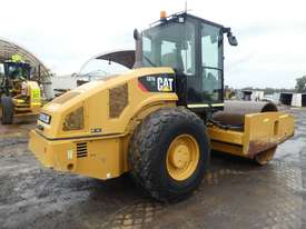 Caterpillar CS76 Smooth Drum Roller - picture2' - Click to enlarge