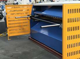 3050mm x 3.2mm Tru Cut EMS Guillotine - picture8' - Click to enlarge