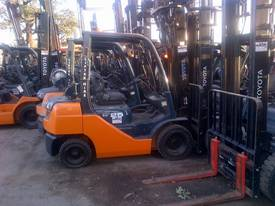 TOYOTA CURRENT MODEL 8 SERIES 6M MAST  2.5 TON - picture0' - Click to enlarge