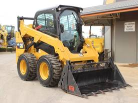 2014 CAT 242D SKID STEER LOADER - picture1' - Click to enlarge