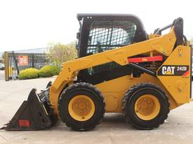 2014 CAT 242D SKID STEER LOADER - picture4' - Click to enlarge