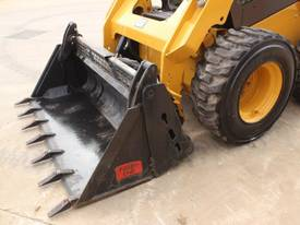 2014 CAT 242D SKID STEER LOADER - picture14' - Click to enlarge