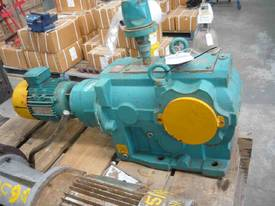 NEVER USED BROOK REDUCTION BOX MOTOR/ 8.5RPM - picture1' - Click to enlarge