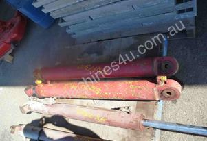 PAIR OF HYDRAULIC RAMS/ 1000mm  STROKE