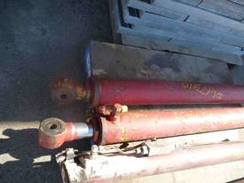 PAIR OF HYDRAULIC RAMS/ 1000mm  STROKE - picture1' - Click to enlarge