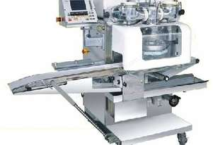 Co-Extruder with Conveyor Belt Duster, Sprinkler and Iris Cutter