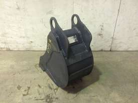 UNUSED 250MM BUCKET WITH BLANK HOOKUPS SUIT 1-2T EXCAVATOR D954 - picture1' - Click to enlarge