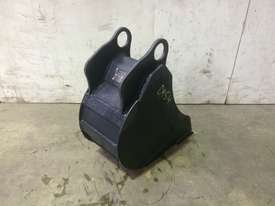 UNUSED 250MM BUCKET WITH BLANK HOOKUPS SUIT 1-2T EXCAVATOR D954 - picture2' - Click to enlarge