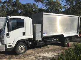 Isuzu tipper chipper,Aluminium borcat bin & Toolbox, bullbar, 139 000km, diff locker, towbar, as new - picture0' - Click to enlarge