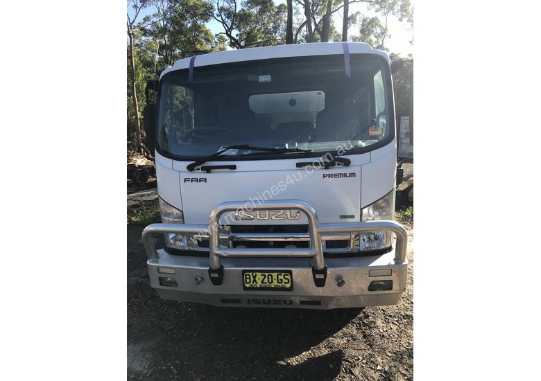 Isuzu tipper chipper,Aluminium borcat bin & Toolbox, bullbar, 139 000km, diff locker, towbar, as new
