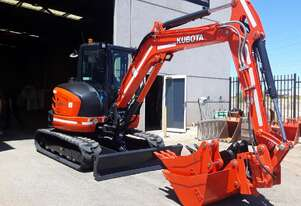 5.5t Excavator with Tilting Hitch for Hire