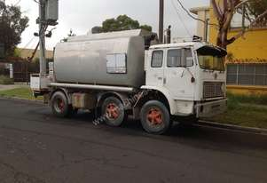 1980 INTERNATIONAL RIGID FUEL TANKER 1950B