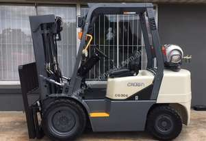 CROWN 3.0T USED LPG CONTAINER ENTRY FORKLIFT