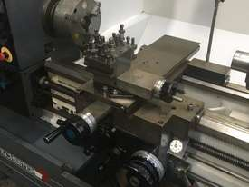 Colchester Master 3250 Lathe - picture4' - Click to enlarge