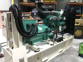 280kW/350kVA 3 Phase Skidmounted Diesel Generator.  Cummins Engine. - picture0' - Click to enlarge