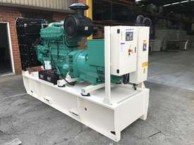 280kW/350kVA 3 Phase Skidmounted Diesel Generator.  Cummins Engine. - picture2' - Click to enlarge