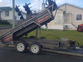 Kanga DT835 & Tipper Trailer - picture1' - Click to enlarge