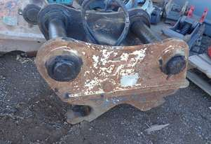 Turners Hydraulic Quick Hitch to Suit 30 Tonner