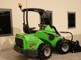 Avant 635 Mini Loader W/ 4 in 1 Bucket - picture3' - Click to enlarge