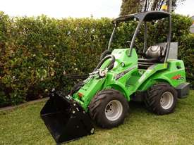 Avant 635 Mini Loader W/ 4 in 1 Bucket - picture10' - Click to enlarge