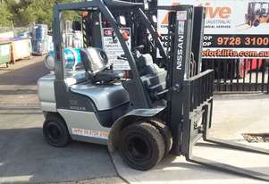 Nissan Forklift 2.5 Ton 4.3m Lift Dual Front Wheel Container Mast