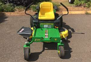 John Deere Z255 Zero Turn Lawn Equipment
