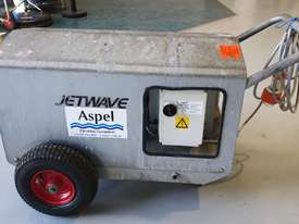 Jetwave M200 cold water 3 phase pressure cleaner - picture0' - Click to enlarge