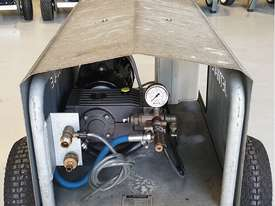 Jetwave M200 cold water 3 phase pressure cleaner - picture1' - Click to enlarge