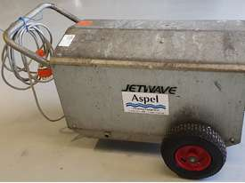 Jetwave M200 cold water 3 phase pressure cleaner - picture2' - Click to enlarge