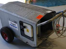 Jetwave M200 cold water 3 phase pressure cleaner - picture3' - Click to enlarge