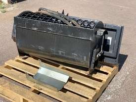 Ex-Demo Self-Loading Skid Steer 100L Mixer Bucket - picture2' - Click to enlarge