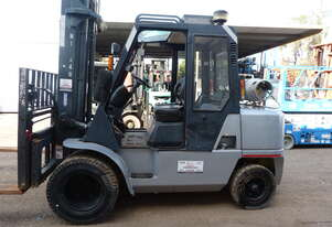 4.5T NISSAN FORKLIFT WIDE CARRIAGE