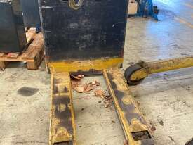 Yale Battery Electric Pallet Truck - picture1' - Click to enlarge