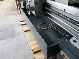 TAIWANESE 400mm SWING CENTRE LATHE, 55mm BORE - picture9' - Click to enlarge