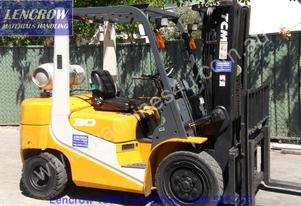 late model 3000kg forklift for hire