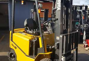 Yale 1.8 Ton Electric Forklift 4.5m Container Mast Low Hrs Near New Battery