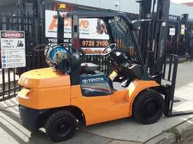 Toyota Forklift 7FG30 3 Ton 4.5m Lift Refurbished Excellent Condition - picture0' - Click to enlarge