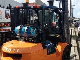 Toyota Forklift 7FG30 3 Ton 4.5m Lift Refurbished Excellent Condition - picture2' - Click to enlarge