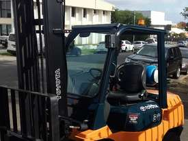 Toyota Forklift 7FG30 3 Ton 4.5m Lift Refurbished Excellent Condition - picture3' - Click to enlarge