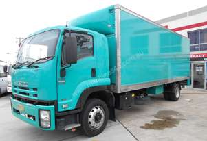 2011 Isuzu FTR 900 LONG PREMIUM/ 12 PALLET PANTECH WITH ROLLER DOOR