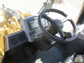 LATE MODEL CATERPILLAR 950GC WHEEL LOADER - picture13' - Click to enlarge