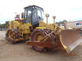 Caterpillar  Compactor Roller/Compacting - picture0' - Click to enlarge