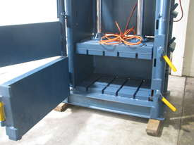 Large Industrial Baler Bailer Garbage Compactor - picture4' - Click to enlarge