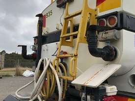Water Truck Hino 2007 - picture1' - Click to enlarge