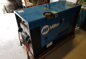 Miller Welder as new 21hrs with Miller extreme suitcase wire feeder