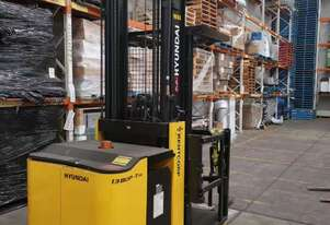 ELECTRIC HIGH PICKER FORKLIFT WITH RARELY USED