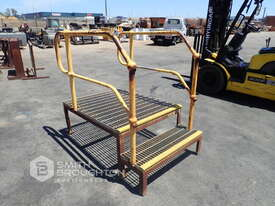 2 STEP ACCESS PLATFORM - picture0' - Click to enlarge