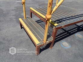 2 STEP ACCESS PLATFORM - picture2' - Click to enlarge